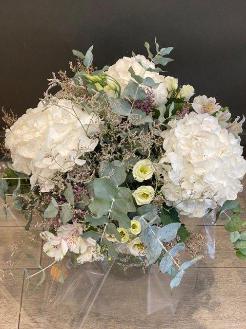 Ramo Génova en tonos blancos de Docrys Floral Concepts